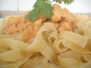 Talharim com frango e cenoura