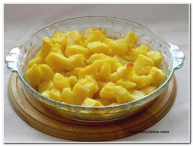Batata com queijo ralado Batata Assada Com Queijo Ralado