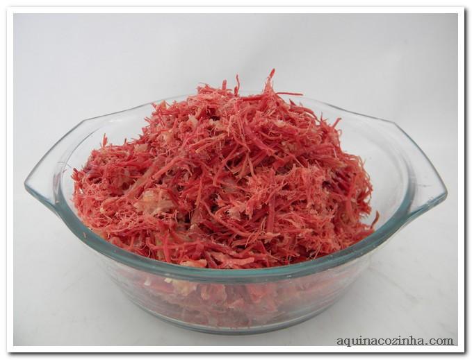 dessalgando e desfiando carne seca 6 Dessalgando e Desfiando Carne Seca