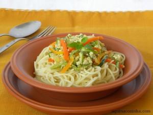 Espaguete com Abobrinha e Cenoura e Viva o Dia Mundial do Macarrão