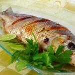 Peixe Assado Inteiro Recheado com Tomate e Ervas