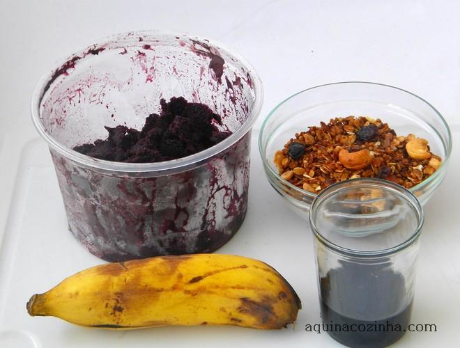 Açaí Com Banana e Granola