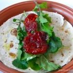 Receita de wrap feito com rúcula e tomate seco