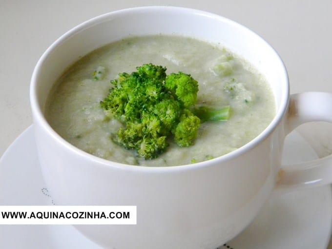 Sopa detox de brocolis e couve flor