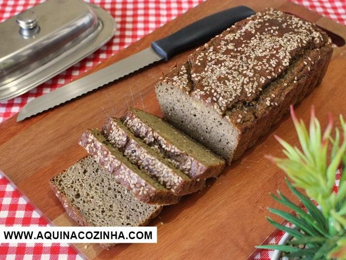 Pão low carb de farinha de berinjela e gergelim